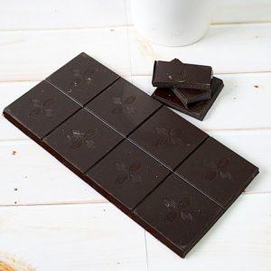 Шоколад с логотипом молочный с фундуком